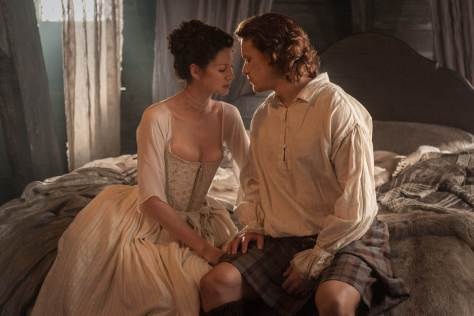 3a10c8b0-4138-11e4-bee2-db74400aacc3_Claire-Randall-Caitriona-Balfe-and-Jamie-Fraser-Sam-Heughan-