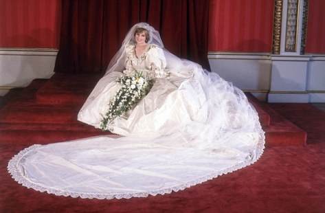 29th July 1981:  Formal portrait of Lady Diana Spencer (1961 - 1997) in her wedding dress designed by David and Elizabeth Emanuel.  (Photo by Fox Photos/Getty Images)